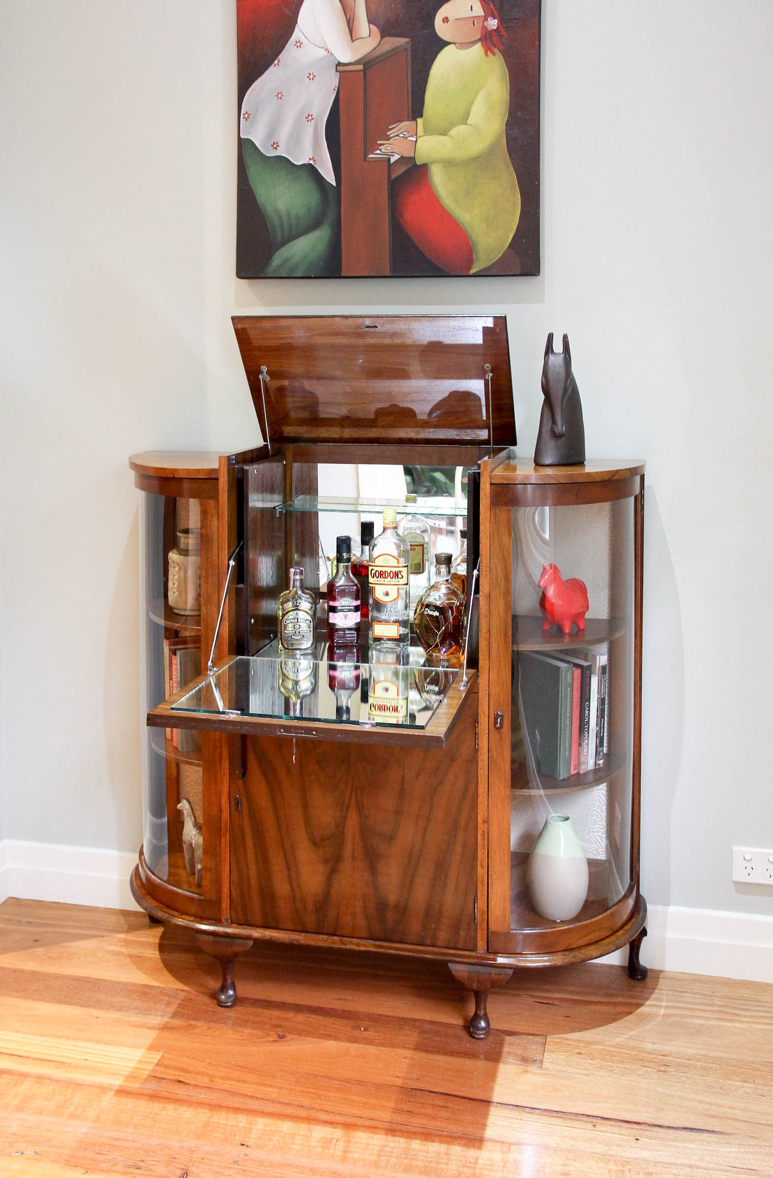 5802 - Art Deco Vintage Cocktail Drinks Cabinet / Bar